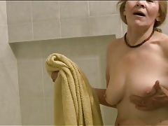 Mature has a sexy time in the bathtub tubes