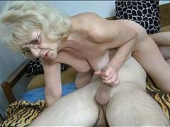 Curvy granny sucks cock in sexy 69 tubes