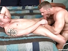 Hot guy with incredible muscles gets a bj tubes
