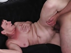 Young dick plunges into her old vagina tubes