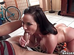Fit milf kendra lust blows a younger man tubes