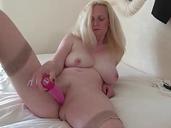Pink dildo fucks her wet mature pussy tubes