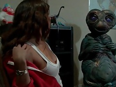 Sexy girl masturbates for a horny alien tubes