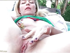 Outdoor masturbation with a milf in close up tubes