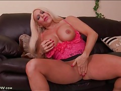 Thick body milf bimbo fingers in short skirt tubes