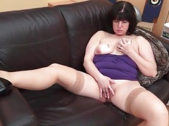 Curvy solo mommy rubs her throbbing clit tubes
