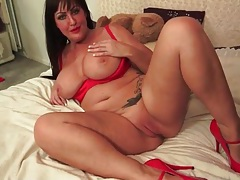 Chubby milf brunette in sexy red lipstick tubes