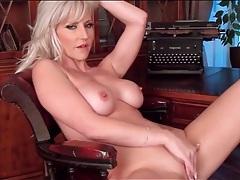 Gorgeous bleach blonde milf masturbates her hole tubes