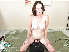 Mom with great tits rides a sybian toy tubes