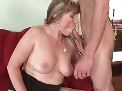 Skinny young guy blown by hot mom tubes