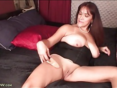 Mature in a corset vibrates her throbbing clit tubes