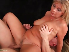 Mature with sultry curves fucked in her box tubes