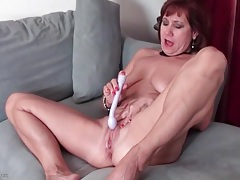 Toy fills this moaning and masturbating mature tubes