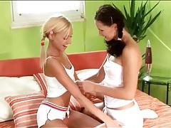 Teen girl hanna kissing her lesbian lover tubes