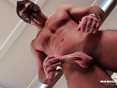 Hot abs and pecs on a sexy solo guy tubes