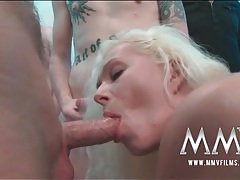 Slut sucks off lots of guys in a blowbang tubes
