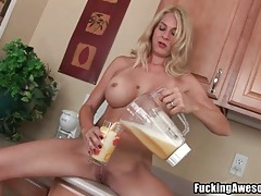 Big tits milf blends a smoothie for her pussy tubes