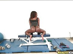 Black chick rio marxxx shakes her ass in the gym tubes