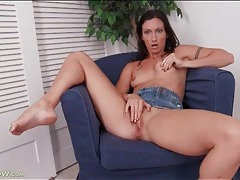 Sporty brunette mom rubs her clit and moans tubes