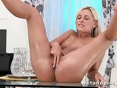 Girl rubs her blonde hair in hot piss tubes