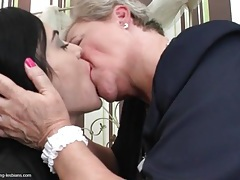 Granny seduces a young lady with sexy kisses tubes