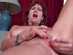 Toy and fingers turn on this masturbating mature tubes