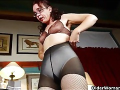 Skinny mature tries on her new fishnet pantyhose tubes