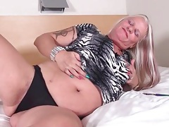 Big mature ass looks hot in black lace panties tubes