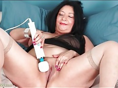 Shaved mature pussy loves that vibrator tubes