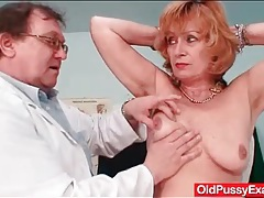 Thorough exam of her mature pussy by the doctor tubes