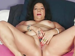 Chubby mature in sexy lipstick masturbates tubes