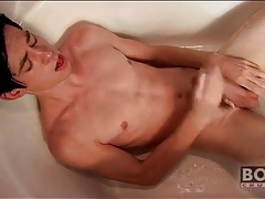 Twink cums on his stomach in the bathtub tubes