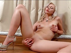 Naked blonde beauty in high heels masturbates tubes