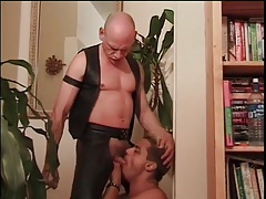 Deepthroat cocksucking video with leather hottie tubes