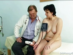 Doctor uses a little light to look into her old pussy tubes