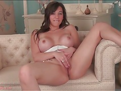 Babe with amazing big boobs masturbates solo tubes
