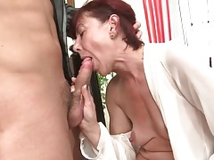 Young mouth tends to the needs of her old pussy tubes