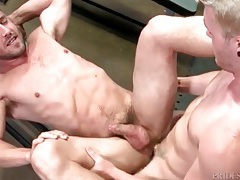 Hotties with incredible abs fuck in the locker room tubes