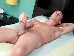 Tattooed twink in bed and jerking off tubes