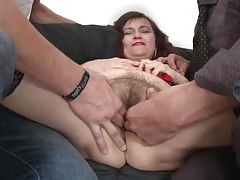 Two guys finger bang a hairy old pussy tubes