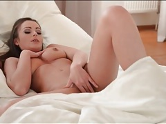 Nelly sullivan wakes up and gently masturbates tubes