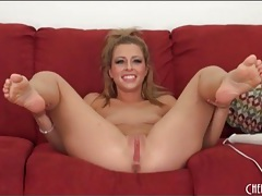 Shaved cunt blonde has an incredible orgasm tubes