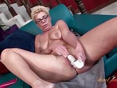 Granny cunt opens around that white dildo tubes