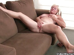 The feel of nylon sends mom into a masturbation frenzy tubes