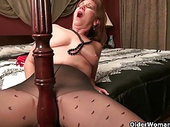 Pantyhosed milf can't control her raging hormones tubes
