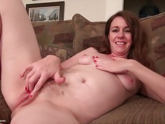 Pink mature pussy looks splendid in close up tubes