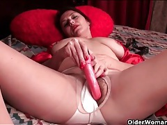 Mom in a sexy red satin robe masturbates solo tubes
