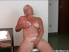Freckled mature secretary rubs her box tubes