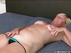 Granny slides a toy in her ass and masturbates tubes