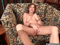 Mom's nipples and clit need attention after a hard days work tubes